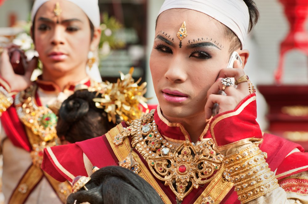 Traditional Dress Phone Call 25 Valuable Tips For The Best Travel Photography Portraits