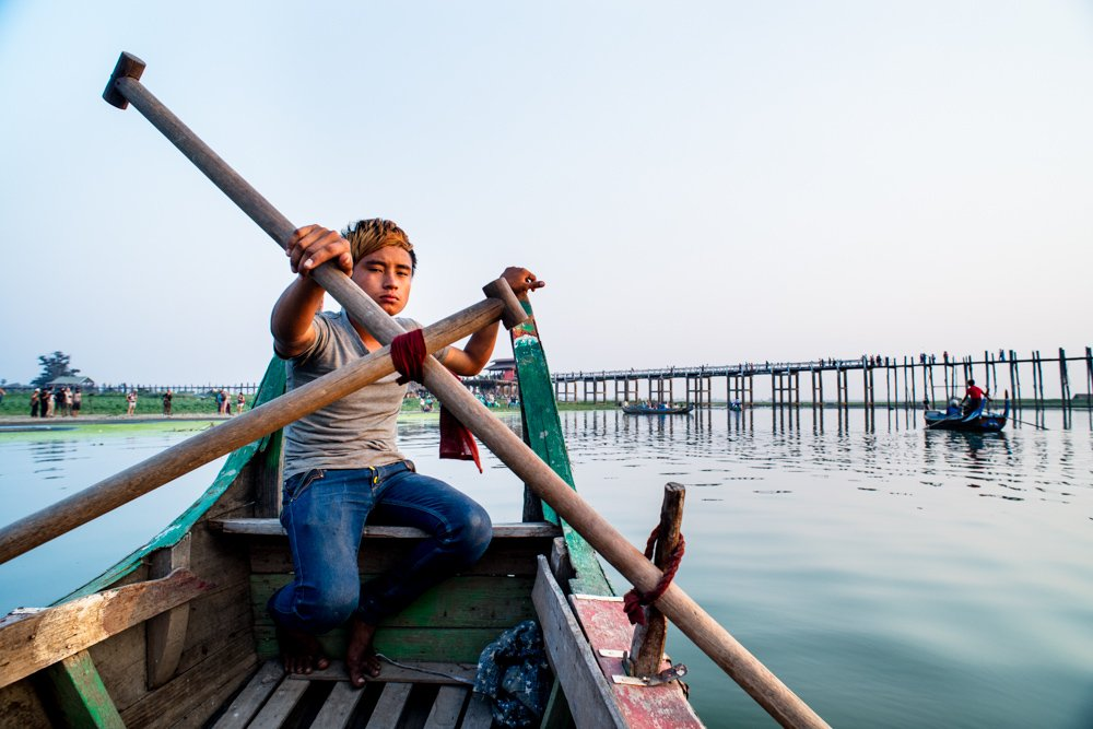 25 Valuable Tips For The Best Travel Photography Portraits Row Boat Captain